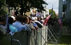 Tłumy Polaków witają Prezydenta USA