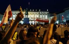 Protest politycznych emerytów na Krakowskim Przedmieściu