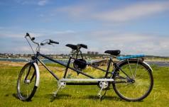 Kielce: niewidomy Piotr pojedzie na pielgrzymkę rowerową
