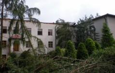 Gniezno: nawałnica uszkodziła klasztor sióstr karmelitanek