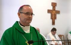 Bp Przybylski: Bóg jest obecny z troską i czułością w naszym życiu