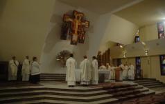 Bp Przybylski: Różaniec to modlitwa kontemplacji życia Jezusa z Jego Matką, Maryją