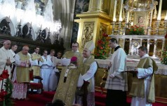 Na Wawelu odbyła się ceremonia nałożenia paliusza abp. M. Jędraszewskiemu