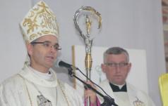 Bp Andrzej Przybylski w parafii św. Jana Pawła II w Zawierciu