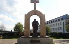 Oświadczenie ws. krzyża przy pomniku św. Jana Pawła II