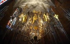 Gdańsk: w bazylice św. Brygidy został odsłonięty i poświęcony Bursztynowy Ołtarz Ojczyzny