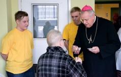 Biskup legnicki odwiedził Oddział Paliatywny