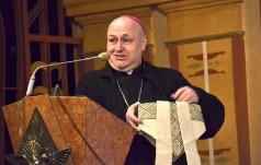 W co ubrany jest biskup?