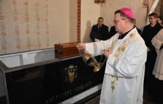 Biskup Szelążek to biskup patrzący w niebo