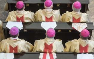Jedenastu polskich biskupów zarażonych koronawirusem
