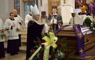 Msza żałobna katedrze