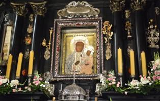 TVP zapowiada transmisje liturgii Triduum Paschalnego z...