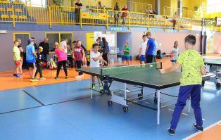 I rodzinny turniej w tenisa stołowego dla dzieci...