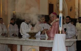 Konsekracja ołtarza w parafii Świętych...