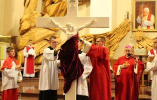 Liturgia Wielkiego Piątku w parafii Pierwszych...