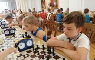 Mali szachiści rywalizowali w auli...