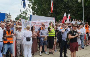 """Przeciwnicy II Marszu Równości """"Częstochowa..."""