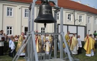 Uroczyste przekazanie i poświęcenie dzwonu...