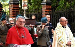 Procesja z relikwiami św. Doroty i św....