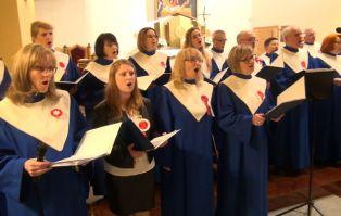 Dumni Polacy śpiewają