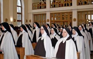 Łódź: koronawirus w klasztorze sióstr karmelitanek...