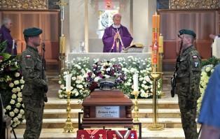 Warszawa: Uroczystości pogrzebowe Bernarda Ładysza
