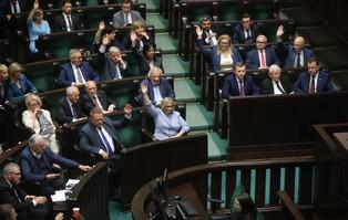 14 posłów PiS zawieszonych w prawach członków partii