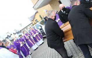 Gorzów: Trumny z ciałami biskupów jadą do gorzowskiej...