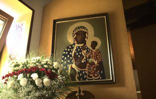 Lekarka z Krakowa: zawierzyłam Maryi i po raku nie ma...