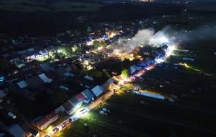 Nowa Biała po pożarze: 21 domów uszkodzonych, na miejsce...