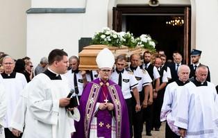 Tłumy pożegnały rodzinę zastrzeloną w Borowcach