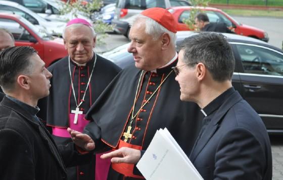 Kard. Müller przestrzega przed fałszywym ukierunkowywaniem synodu