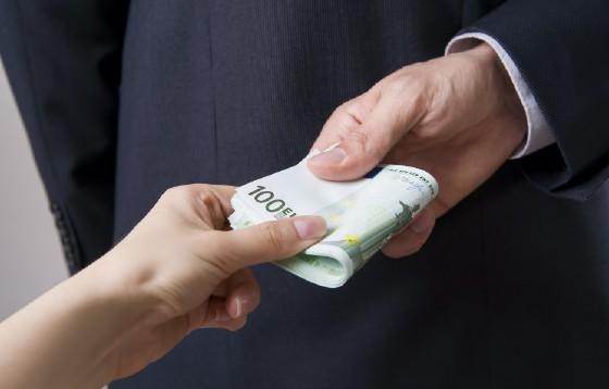 Ekskomunika dla osób zamieszanych w korupcję?