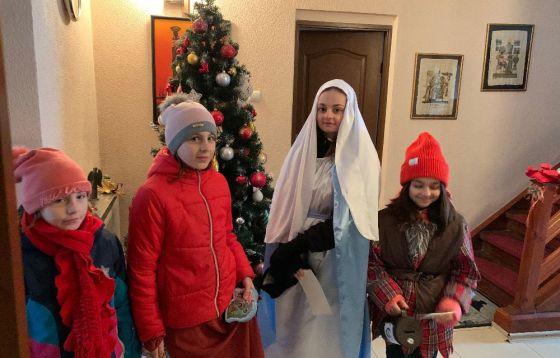 Kolędnicy misyjni i biskup z Białorusi
