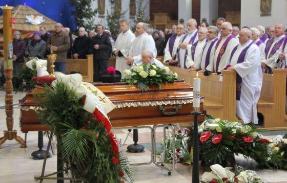 Msza św. pogrzebowa ks. prał. Stanisława Pasyka