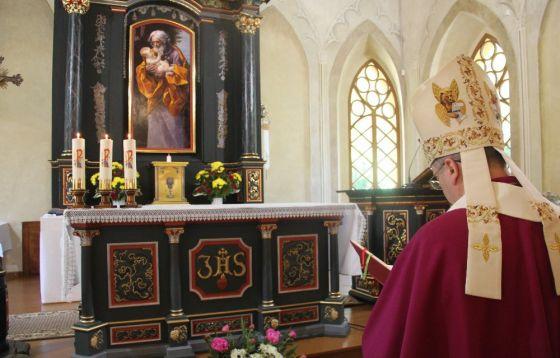 Poświęcenie ołtarza i Drogi Krzyżowej w Dąbroszynie