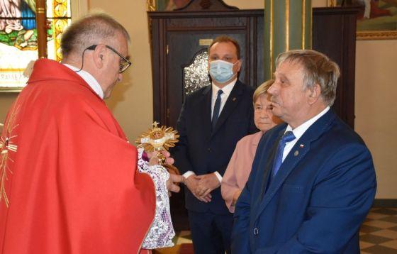 Instalacja relikwii bł. ks. Jerzego Popiełuszki i poświęcenie sztandaru NSZZ