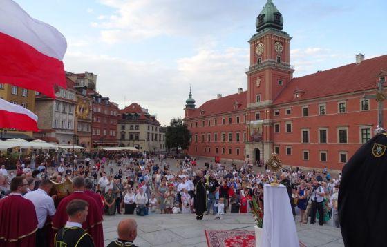 Msza św. i procesja dziękczynno-błagalna z archikatedry warszawskiej na pl. Zamkowy