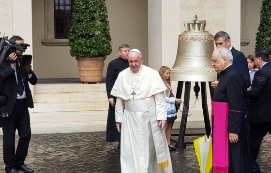 """Franciszek pobłogosławił dzwon """"Głos Nienarodzonych"""""""