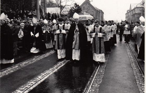 Pogrzeb sługi Bożego bp. Wilhelma Pluty