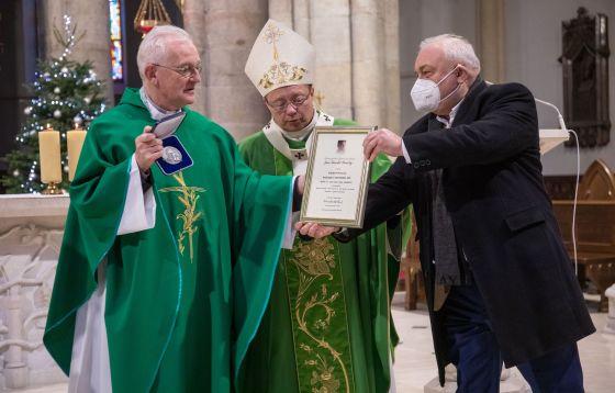 Łódź: medal Karskiego dla ks. prof. Andrzeja Szostka