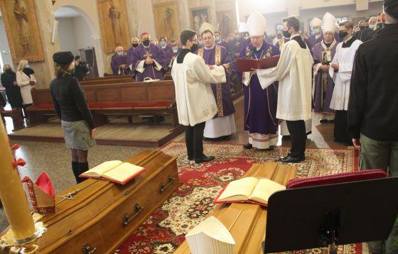 Ostatnie pożegnanie biskupów
