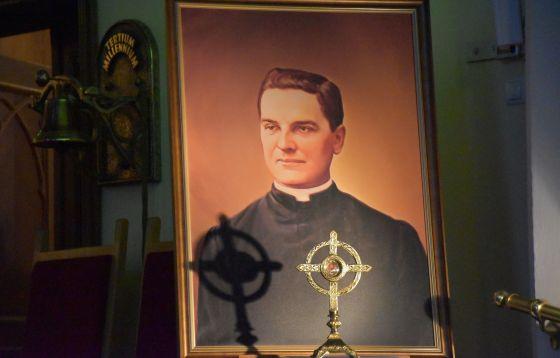 Relikwie bł. ks. Michaela McGivney'a w parafii Podwyższenia Krzyża Świętego w Częstochowie