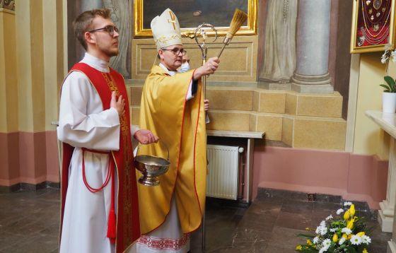Modlitwa stacyjna w kościele św. Józefa Oblubieńca NMP w Wieluniu
