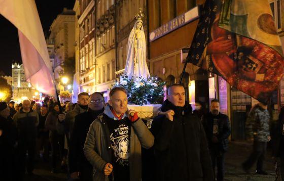 Procesja różańcowa ulicami Świdnicy