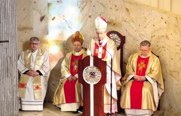 Msza św. w sanktuarium fatimskim na os. Słonecznym w Szczecinie