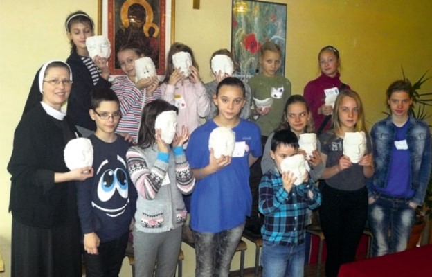 S. Agnieszka z dziećmi z półkolonii