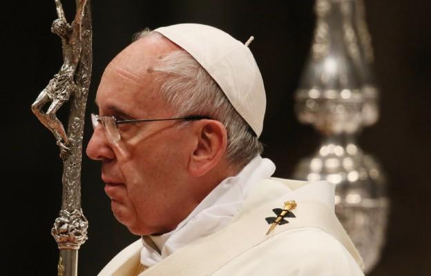 Papież modli się na różańcu za zmarłych na koronawirusa - rozpoczął się