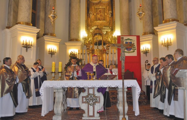 Maryja w koronach od 250 lat