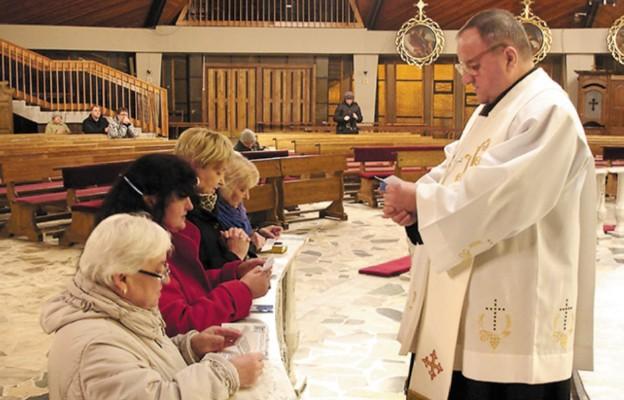 Podtrzymać kapłańskie ręce